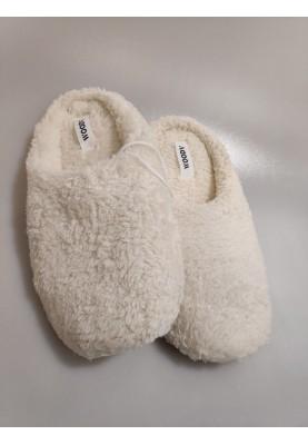 Pantoffels gebroken wit...