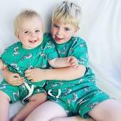Weekend! Pyjama Party!  En helemaal 💚 smelten 💚 bij het zien van deze allerschattigste broer en zus foto die we doorgestuurd kregen van een allerliefste klant. 🤗 . #walloflove #pyjamaparty #moutonaalst #outlet #woodyworldofficial #aalst #deschoonsteklanten #éndeliefste #bedanktmarcia!