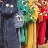 Vrolijke regenboog.  Tegen de kou. 🌈♥️🧡💛💚💙  #warmkleintje #omdatikvanjehou #kamerjas #moutonaalst  van maat 2jaar tot 16jaar op www.moutonaalst.be