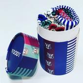 Life is too short, to worry about matching socks 😉🧦  Duo-paar Woody kousen, per dieren thema. Vanaf baby's maat 0 maand, tot maat 42. Pantoffels tot maat 46.  💡Cadeautjestip! Verkrijgbaar met mooie kartonnen doos (alle 6 paar kousen van de nieuwe Woody collectie). En de leuke doos kan je later hergebruiken als handige vrolijke opberger. 💡  Te vinden in onze winkel en online en op www.moutonaalst.be onder Pantoffels & kousen  #moutonaalst #cadeautjestip #vrolijkesokkenclub #pantoffels #metmatchingpyjamas #kousen